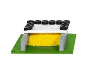 Silo horizontal avec bâche, pneus et granulés