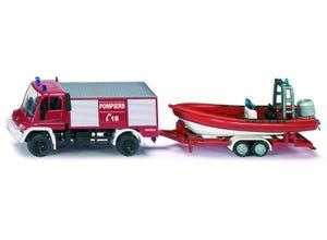Camion de pompiers avec bateau